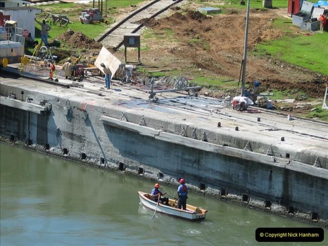 2005-11-18 PANAMA CANAL TRANSIT.  (4)328