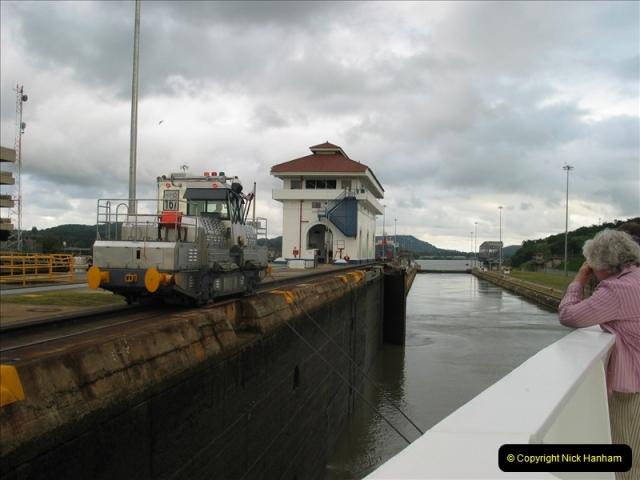 2005-11-18 PANAMA CANAL TRANSIT.  (43)367