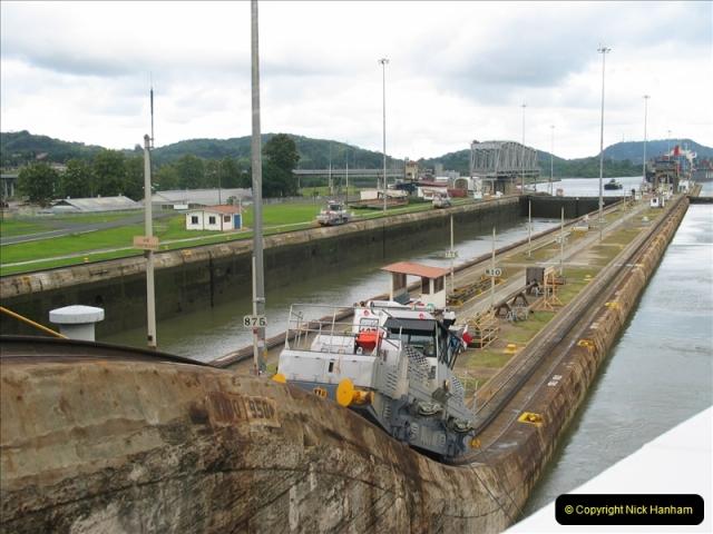 2005-11-18 PANAMA CANAL TRANSIT.  (44)368