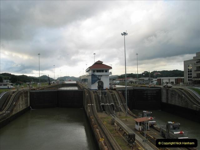 2005-11-18 PANAMA CANAL TRANSIT.  (46)370
