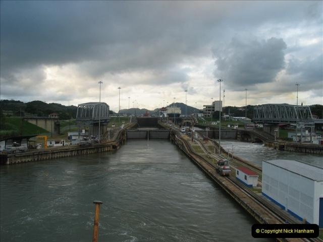 2005-11-18 PANAMA CANAL TRANSIT.  (47)371