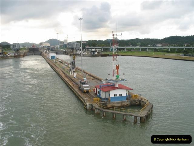 2005-11-18 PANAMA CANAL TRANSIT.  (48)372