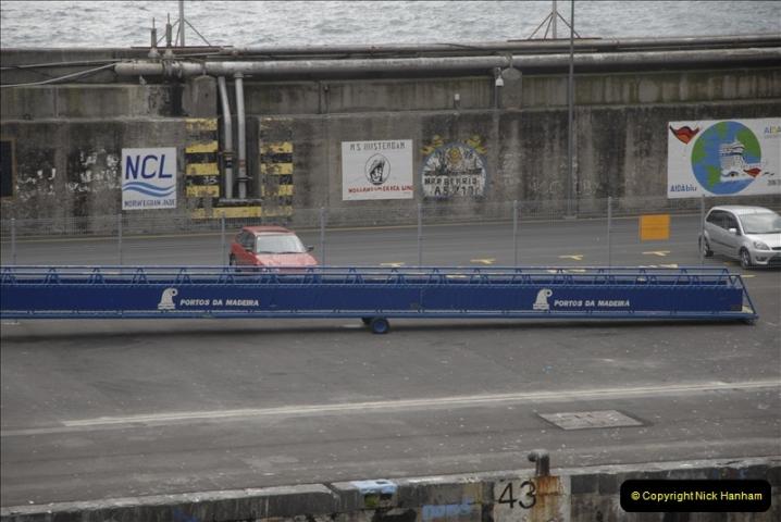 2011-04-17. Funchal, Madeira. Transport.  1 (11)215