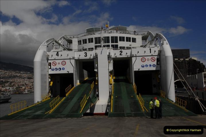 2011-04-18. Funchal, Madeira. Transport.  1 (132)336