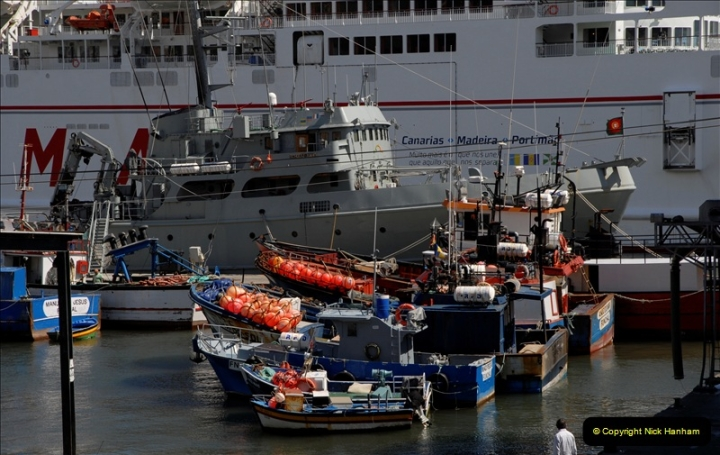 2011-04-18. Funchal, Madeira. Transport.  1 (135)339