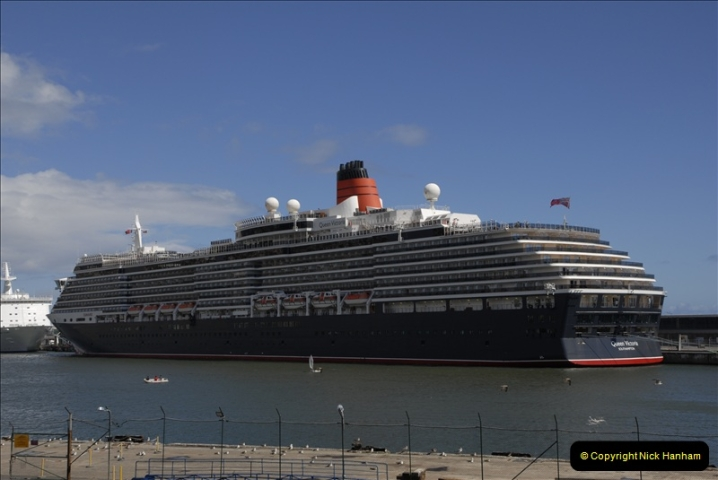 2011-04-18. Funchal, Madeira. Transport.  1 (136)340