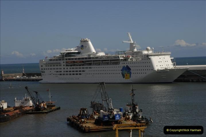 2011-04-18. Funchal, Madeira. Transport.  1 (138)342