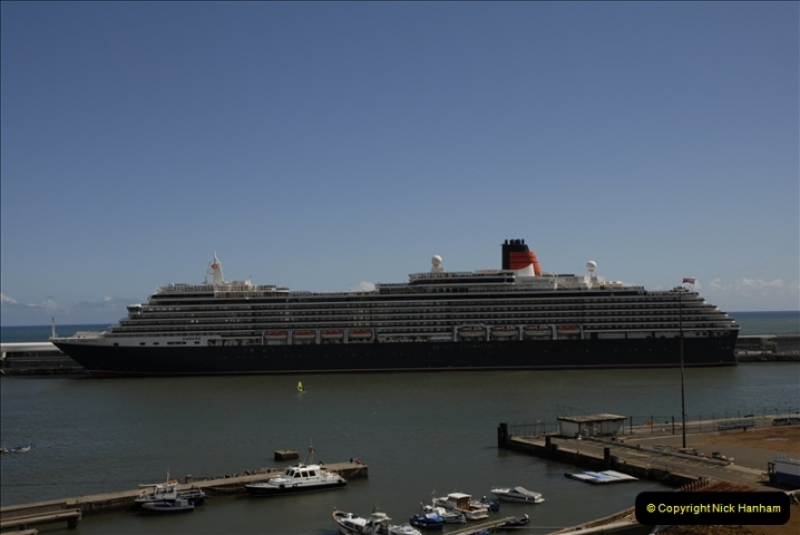 2011-04-18. Funchal, Madeira. Transport.  1 (139)343