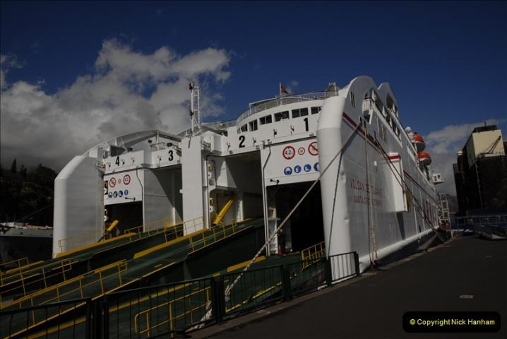 2011-04-18. Funchal, Madeira. Transport.  1 (141)345