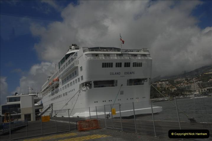 2011-04-18. Funchal, Madeira. Transport.  1 (142)346