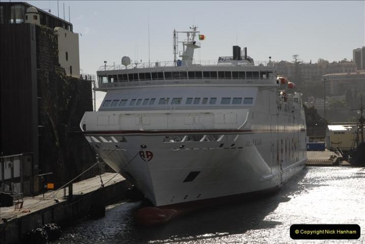 2011-04-18. Funchal, Madeira. Transport.  1 (144)348