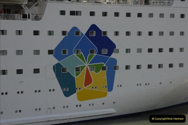 2011-04-18. Funchal, Madeira. Transport.  1 (152)356