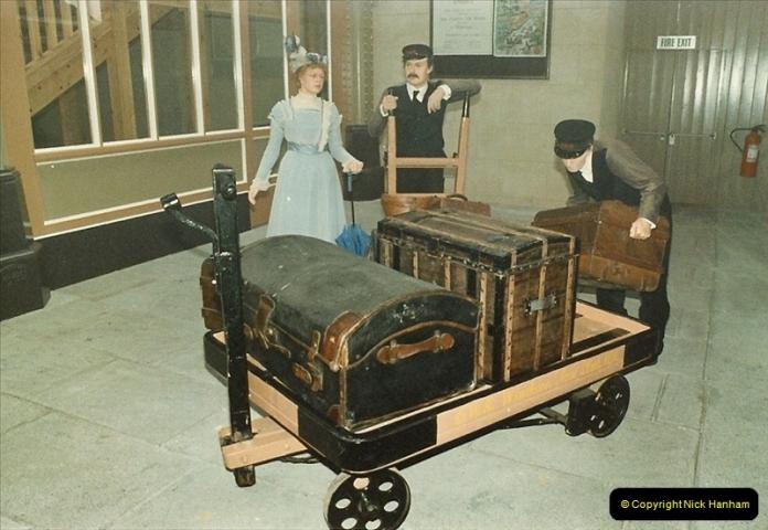 1983-09-01 Royality & Railways, Windsor Station, Windsor, Berkshire.  (7)0513
