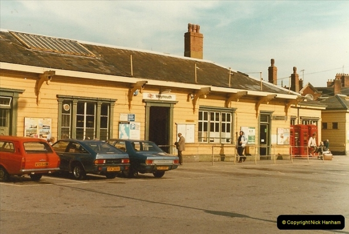 1983-09-22 The Channel Island Boat Train Weymouth Quay to Weymouth Station, Weymouth, Dorset.  (1)0546