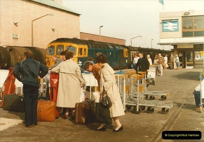 1983-09-22 The Channel Island Boat Train Weymouth Quay to Weymouth Station, Weymouth, Dorset.  (13)0558
