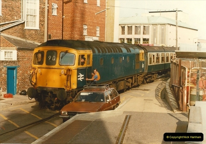 1983-09-22 The Channel Island Boat Train Weymouth Quay to Weymouth Station, Weymouth, Dorset.  (14)0559