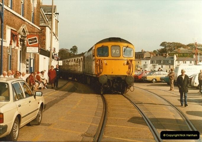 1983-09-22 The Channel Island Boat Train Weymouth Quay to Weymouth Station, Weymouth, Dorset.  (16)0561