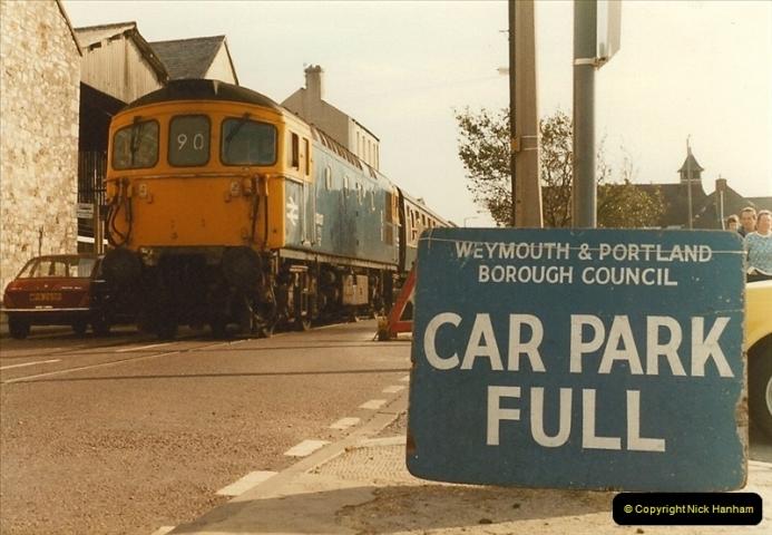 1983-09-22 The Channel Island Boat Train Weymouth Quay to Weymouth Station, Weymouth, Dorset.  (21)0566