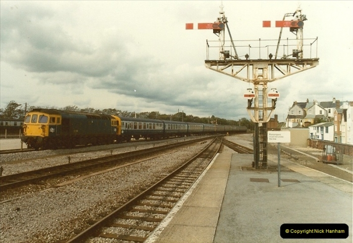 1983-09-22 The Channel Island Boat Train Weymouth Quay to Weymouth Station, Weymouth, Dorset.  (4)0549