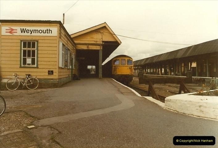1983-09-22 The Channel Island Boat Train Weymouth Quay to Weymouth Station, Weymouth, Dorset.  (6)0551