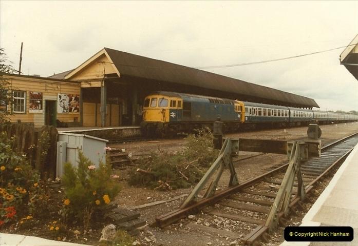 1983-09-22 The Channel Island Boat Train Weymouth Quay to Weymouth Station, Weymouth, Dorset.  (8)0553