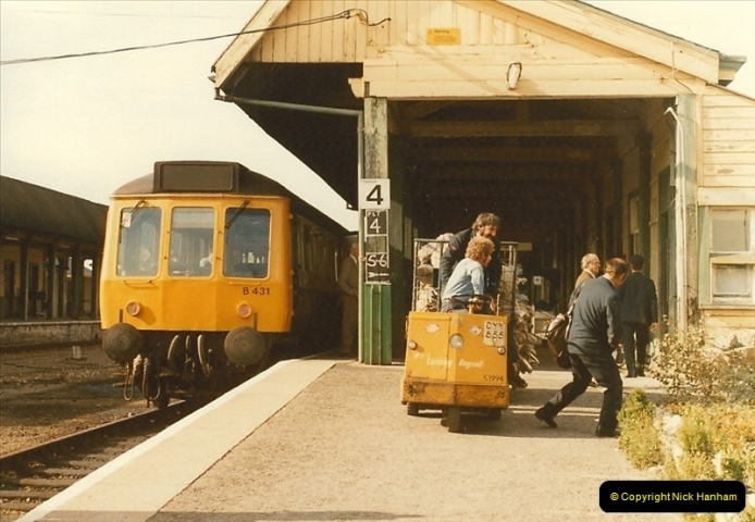 1983-09-22 The Channel Island Boat Train Weymouth Quay to Weymouth Station, Weymouth, Dorset.  (9)0554
