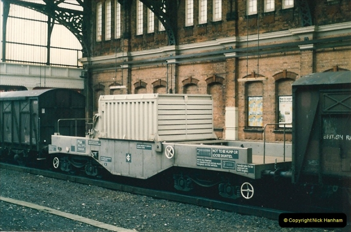 1986-01-08 Nuclear Flask @ Bournemouth destined for the Dragon Reactor nuclear power plant @ Dorchester, Dorset.0001