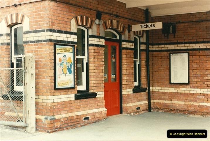 1986-03-26 Parkstone, Poole, Dorset.  (5)0124