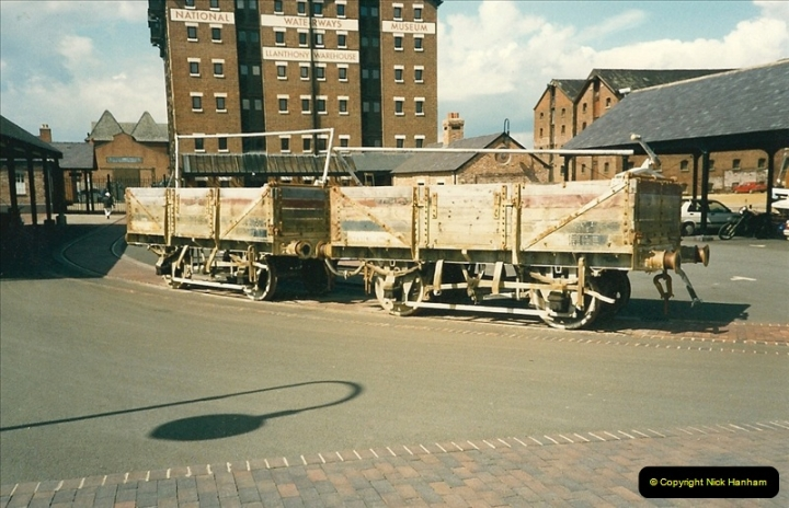 1989-04-14 The National Waterways Museum, Gloucester Docks, Gloucester, Gloucestershire.  (2)0230