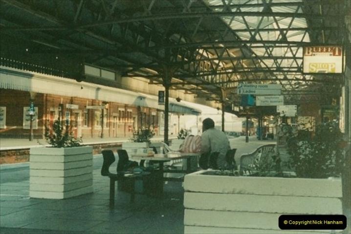 1992-01-06 Salisbury station, Salisbury, Wiltshire.  (1)220