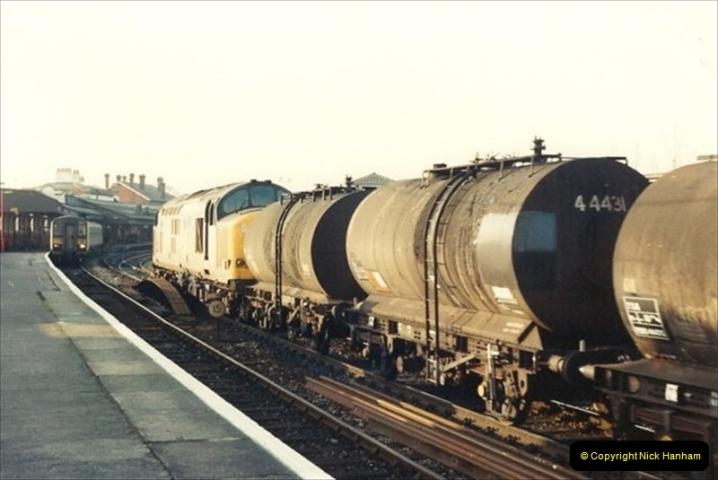 1992-01-06 Salisbury station, Salisbury, Wiltshire.  (24)243