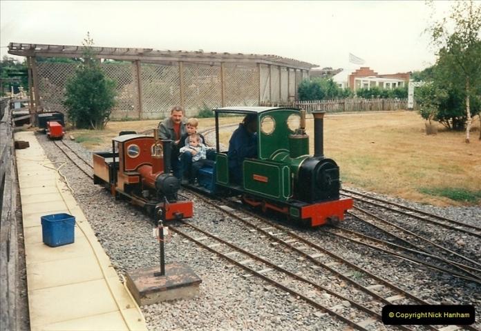 1995-08-27 Garden Centre in Hoddesdon, Hertfordshire.  (4)0239