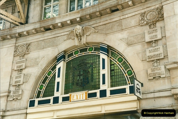 1998-03-28 Waterloo, London.  (16)059