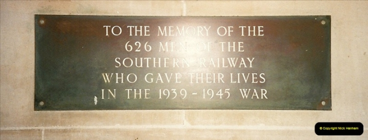 1998-03-28 Waterloo, London.  (19)062