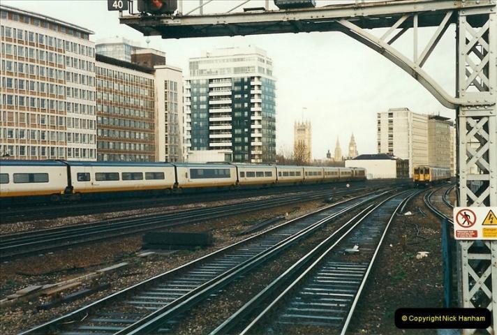 2000-02-08 Vauxhall, London.  (5)243