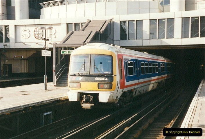 2000-02-09 London stations.  (3)253