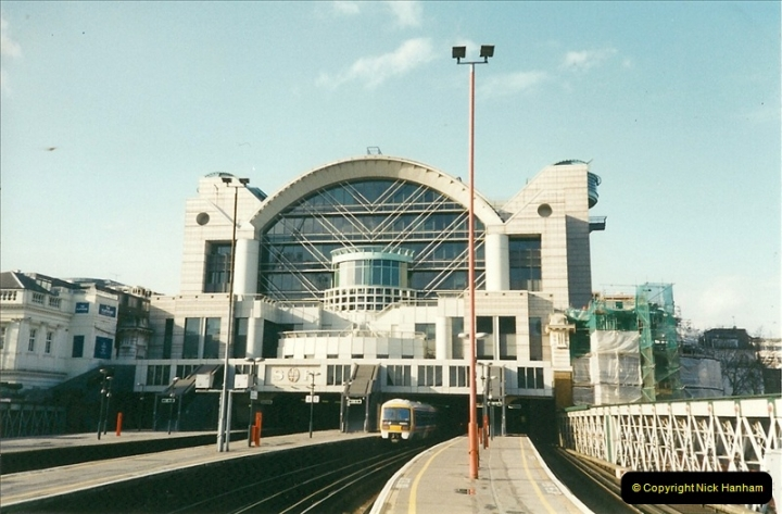2000-02-09 London stations.  (5)255