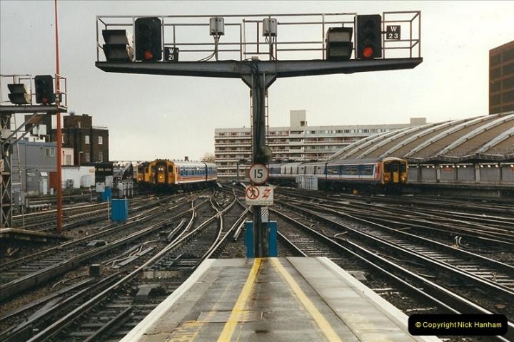 2000-02-09 London stations.  (9)259