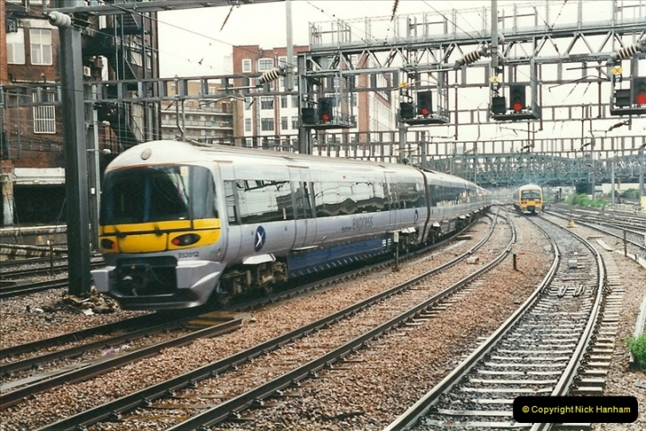 2000-04-04 London stations.  (10)289