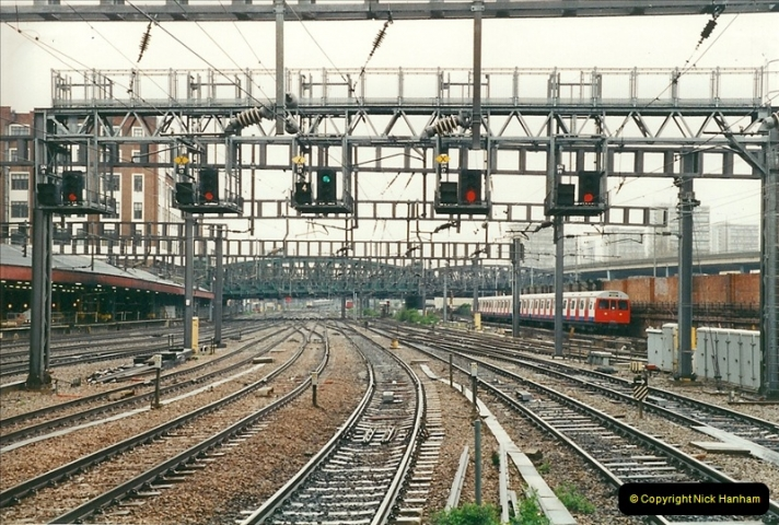 2000-04-04 London stations.  (11)290