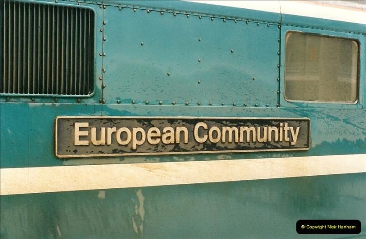 2000-04-04 London stations.  (32)311