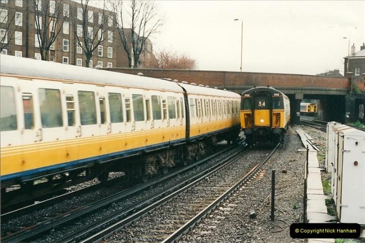2000-04-04 London stations.  (3)282