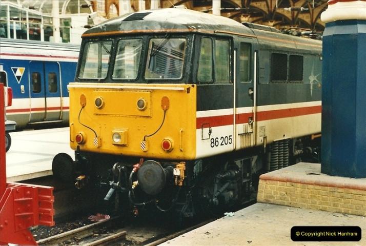 2000-04-04 London stations.  (39)318