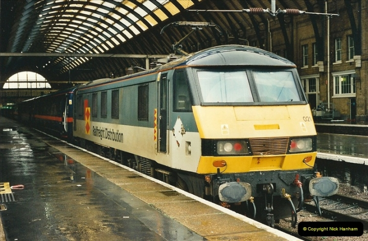 2000-04-04 London stations.  (41)320