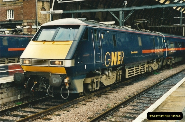 2000-04-04 London stations.  (43)322