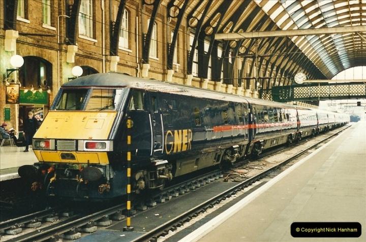 2000-04-04 London stations.  (57)336