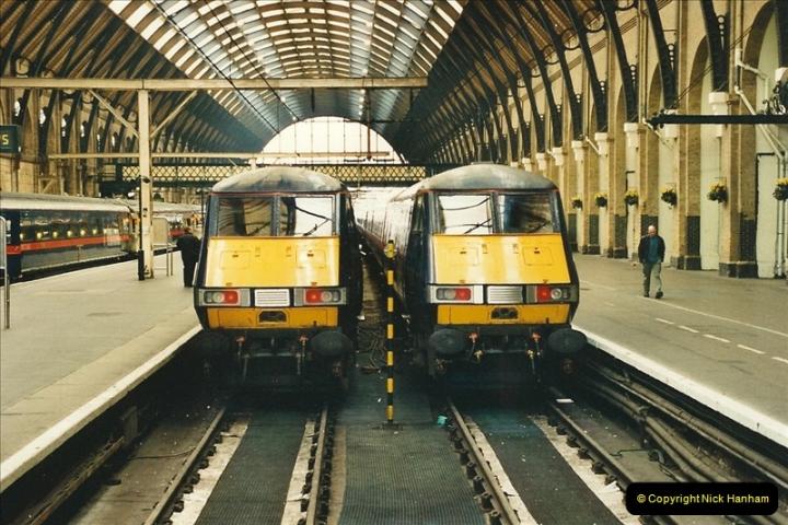 2000-04-04 London stations.  (60)339