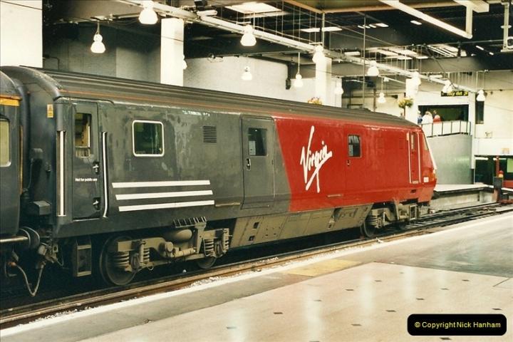 2000-04-25 London Euston.  (3)352