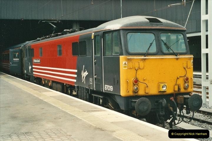 2000-07-22 to 23 London Euston.  (12)  476
