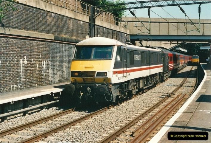 2000-07-22 to 23 London Euston.  (25)  489